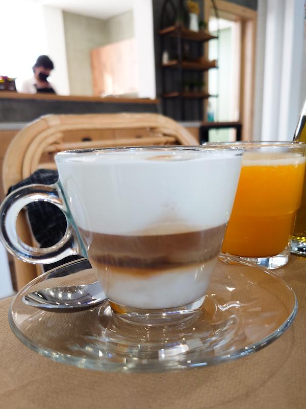 Desayuno en Oikia Guesthouse, Kalambaka (Meteora)