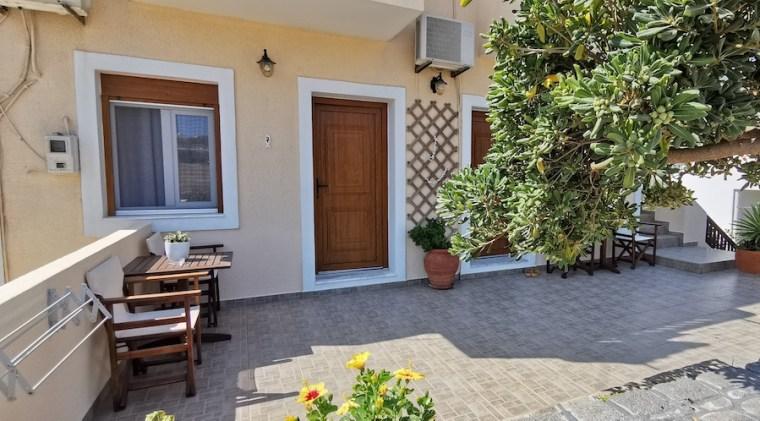 Entrada al apartamento de Asterias Studios, Adamas (Milos)