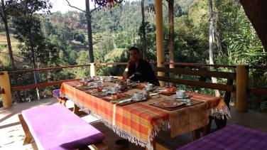Hora del desayuno en el hotel Waterfalls Homestay, Ella
