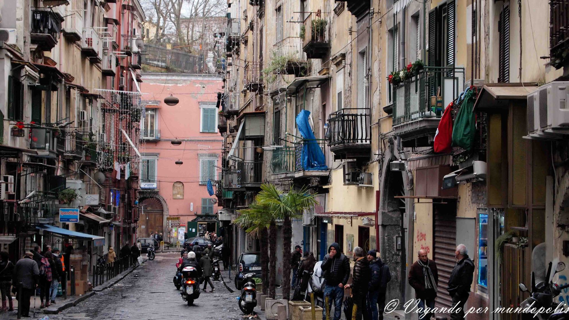 turismo-en-napoles-que-ver-barrio-español