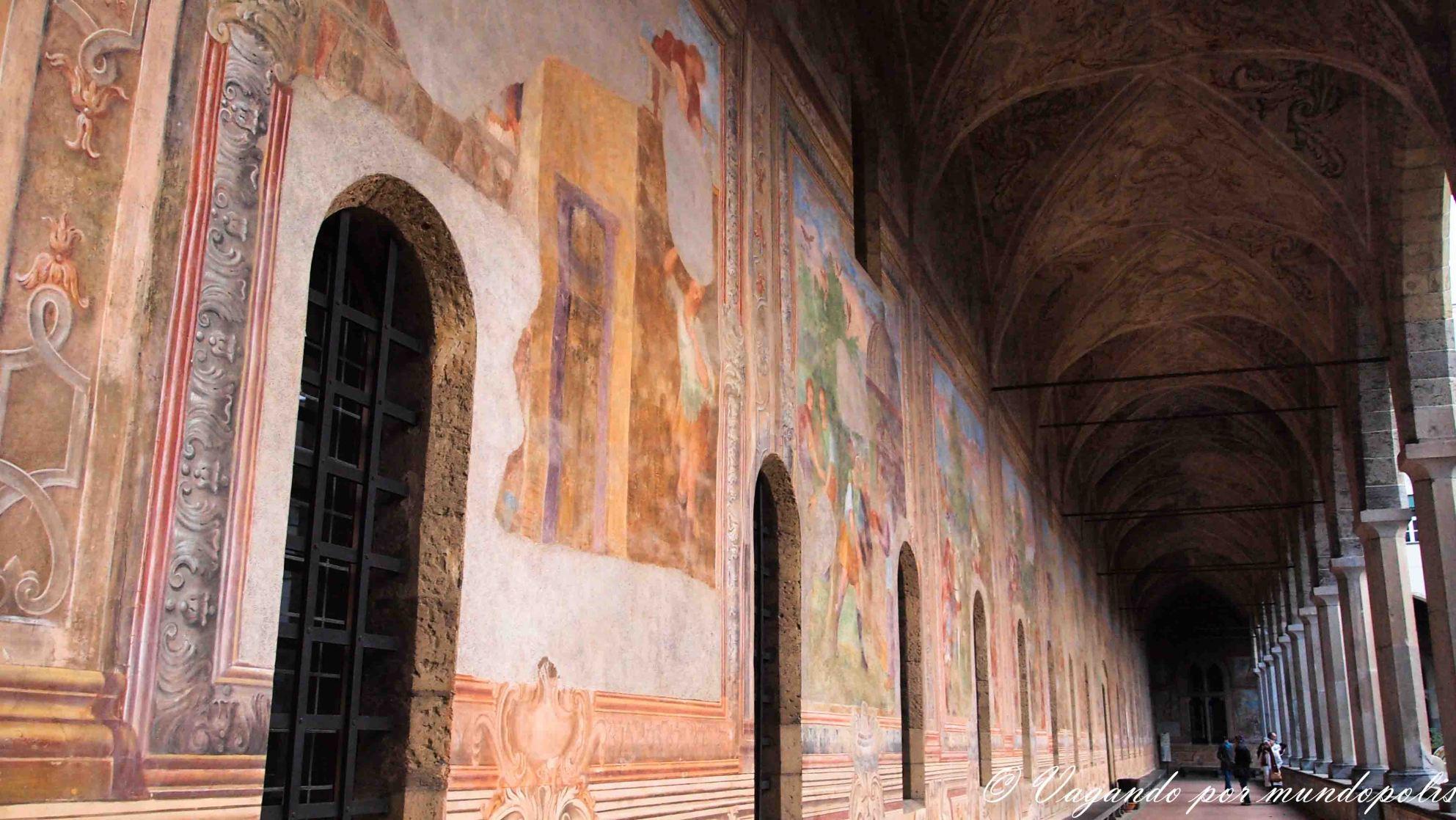 turismo-en-napoles-que-ver-basilica-santa-chiara
