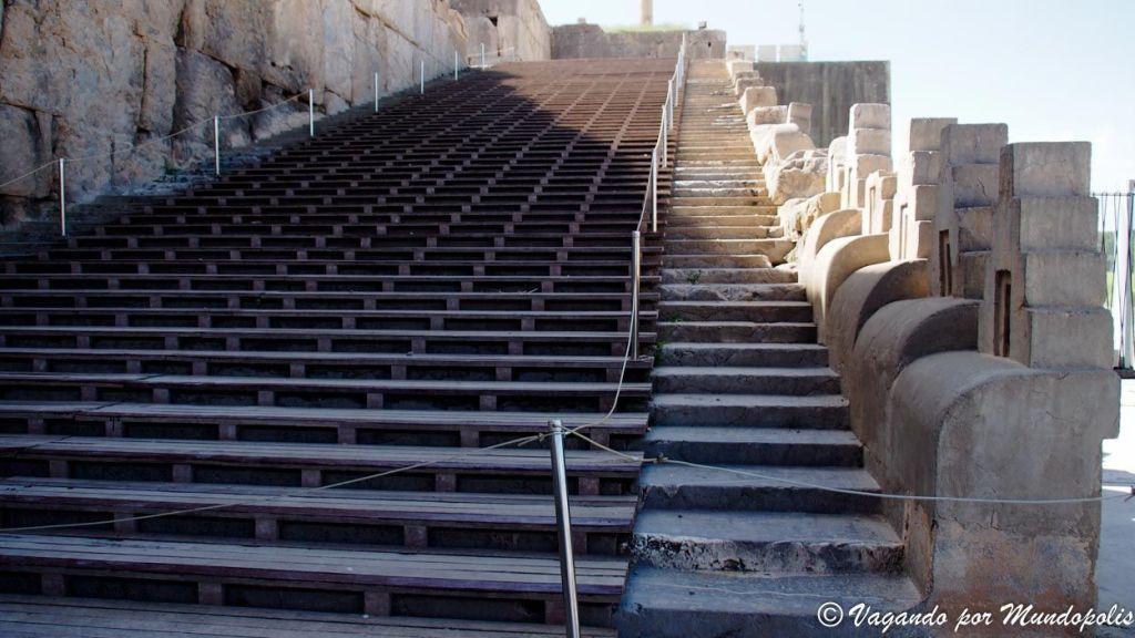 escalera-acceso-persepolis