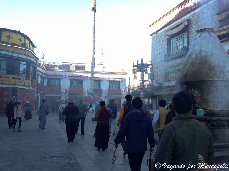 calle-barkhor-lhasa