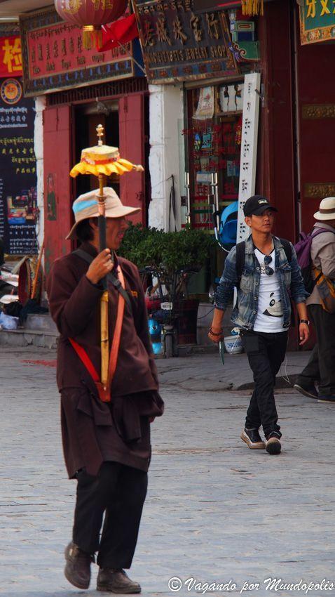calle-barkhor-lhasa