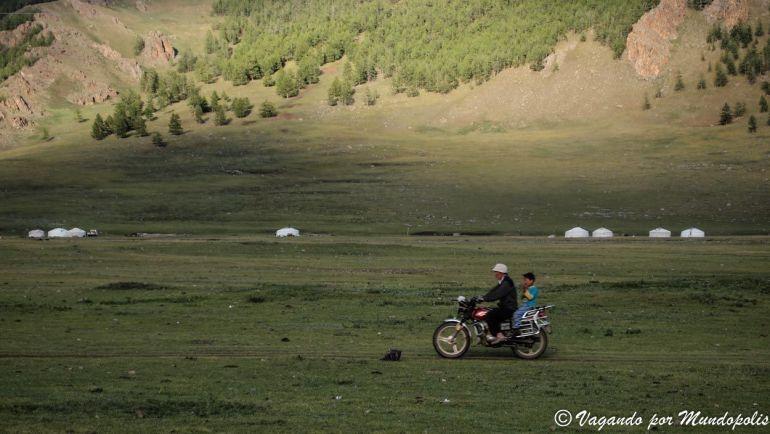 que-ver-en-mongolia-Terkhiin-Tsagaan Nuur-National-Park