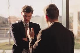 críticas no ambiente de trabalho