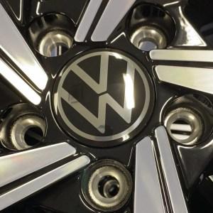 ORIGINAL VW RADKAPPE NABENKAPPE VW 5H0 601 171 (Neue VW logo).