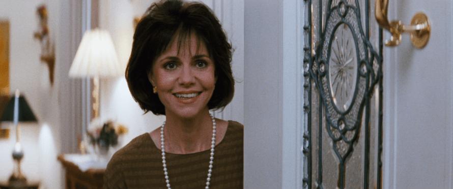 Mrs. Doubtfire Cast - Sally Field as Miranda Hilliard