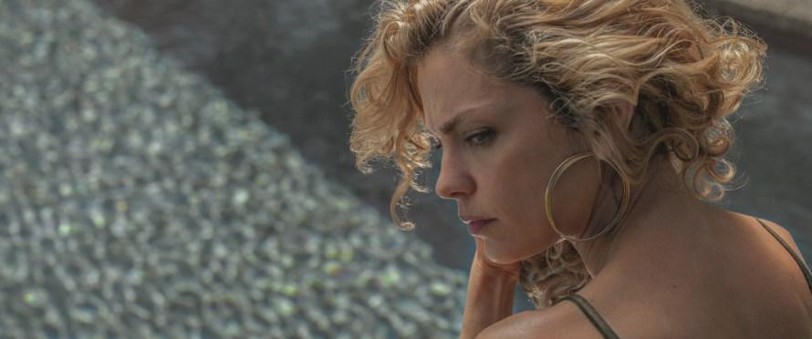 Fever Dream Cast on Netflix (Distancia de rescate) - Dolores Fonzi as Carola
