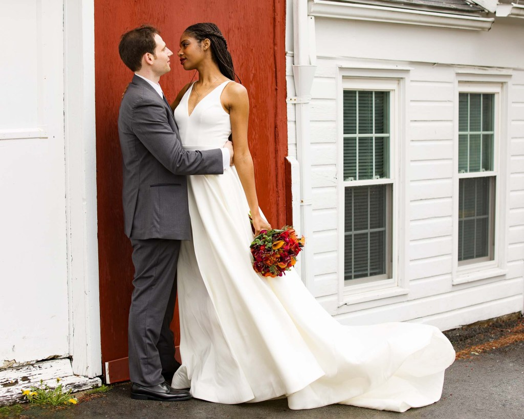 red-barn-hampshire-college-wedding-15