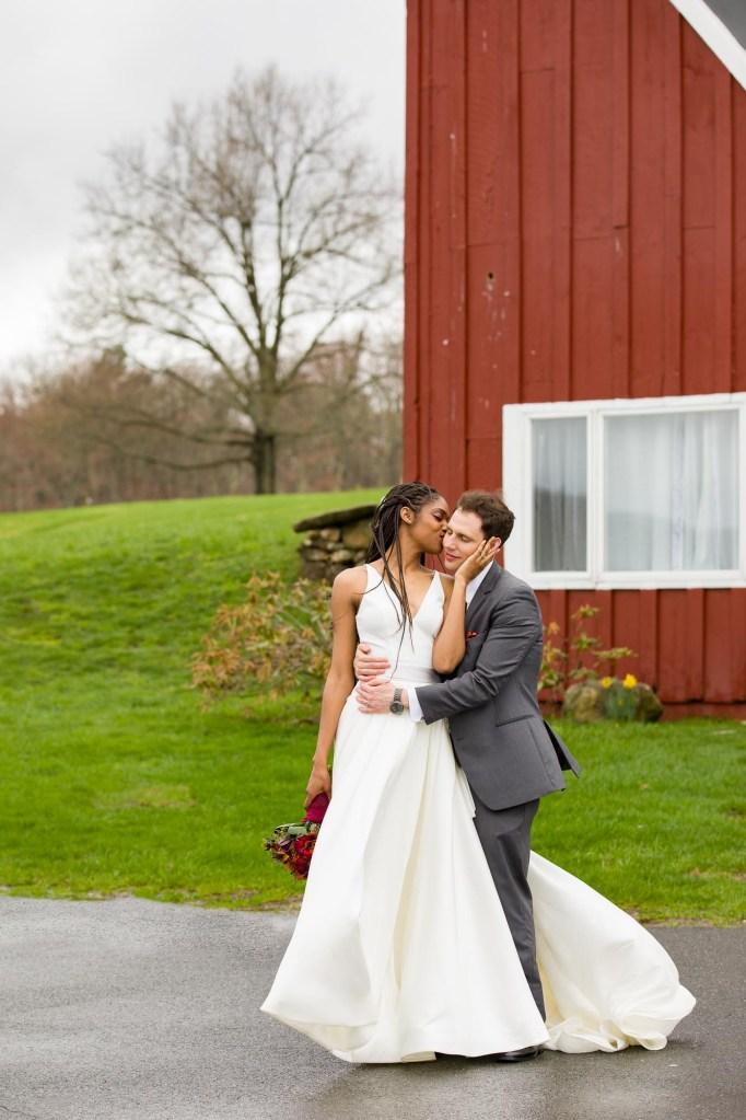 red-barn-hampshire-college-wedding-16