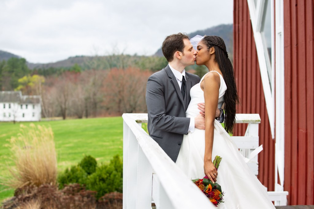red-barn-hampshire-college-wedding-5-2