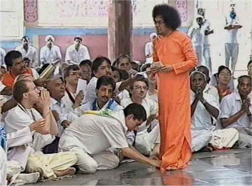 Cult leader Sathya Sai Baba
