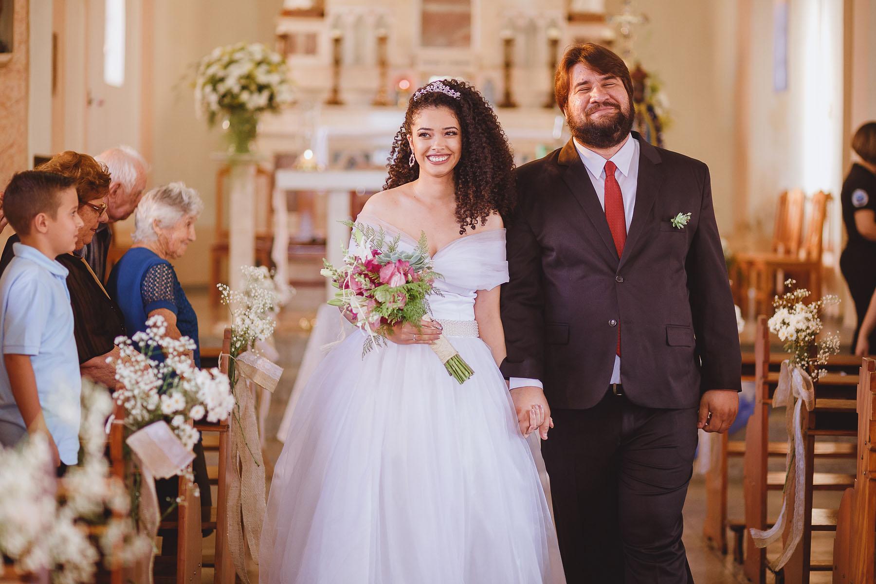 Laço de Juta na Decoração da Igreja - Casamento Rústico