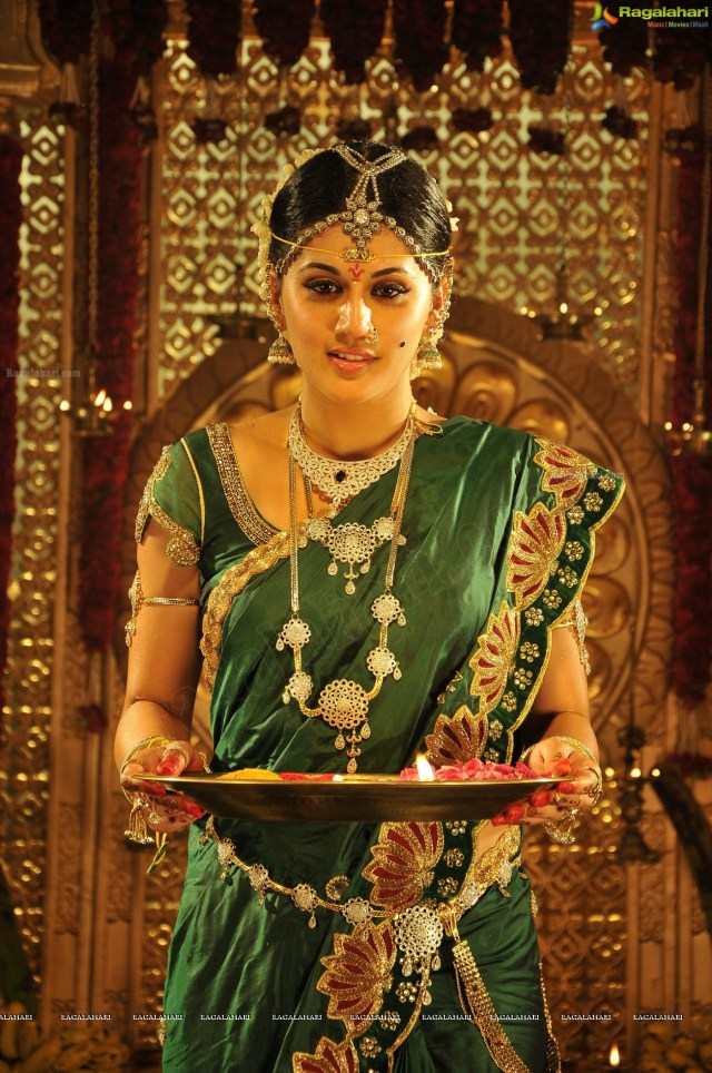 taapsee_traditional_indian_marriage_saree_posters2-1