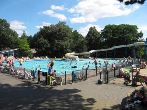 Verwarmd buitenzwembad met glijbaan op Witterzomer