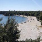 Strand aan recreatiemeer