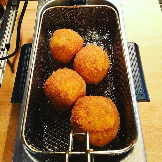Xmas leftovers disposal programme #arancini