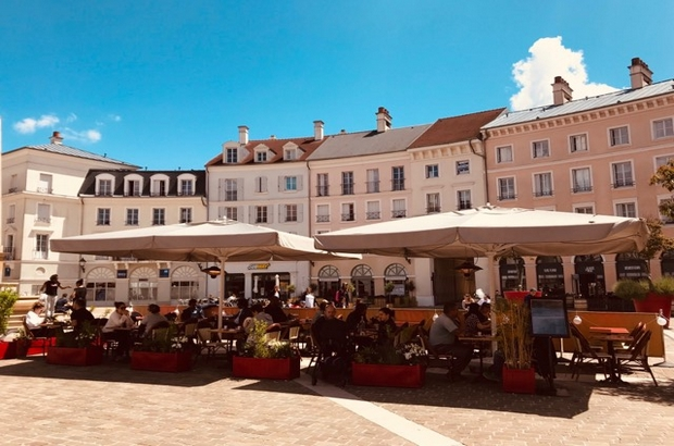 Serris ► Le restaurant Cocotte &Co ouvre sa terrasse au coeur de la place Toscane