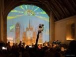 Pētera Brīniņa video instalācijas un baznīcas pagaidām tukšās altāra sienas