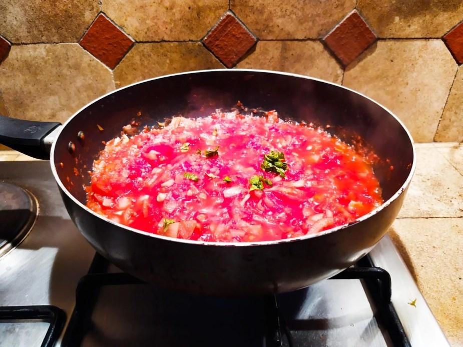 Preparation de la sauce des Aubergines a la Parmigiana