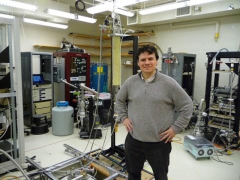 Pablo Jarillo en su Laboratorio del MIT abr2013-251