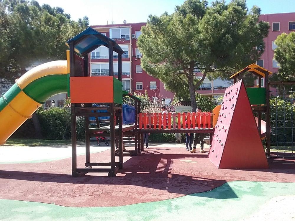 Los mejores parques infantiles al aire libre de valencia for Benicalap piscina