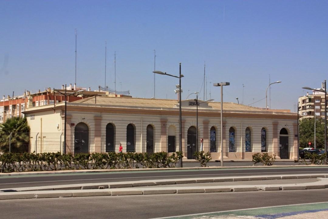 Estación del Grao. Esteban Gonzalo, 1986, cedida a Valenciaenblancoynegro.blogspot.com