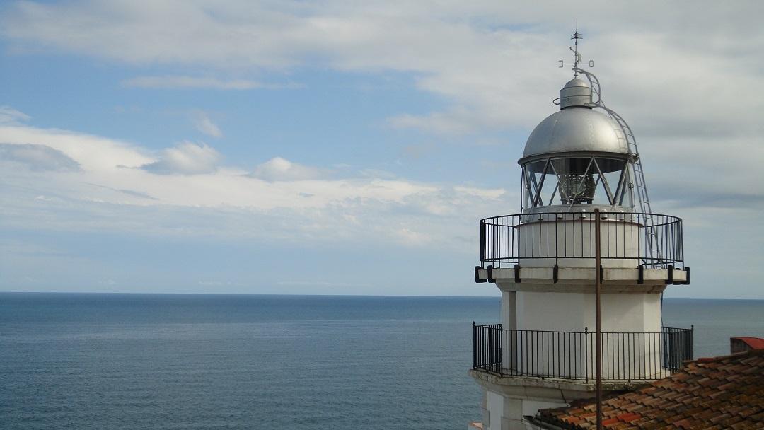 Faro de Peñíscola. Fuente: AlvrSG (wikimedia)