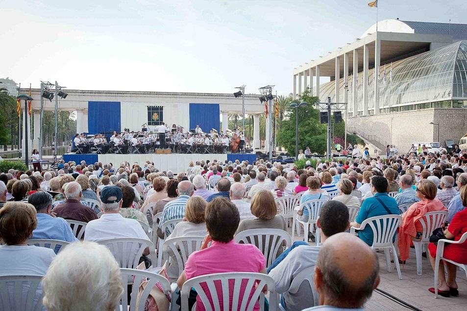 Conciertos gratuitos de la banda municipal de valencia al for Jardines del palau