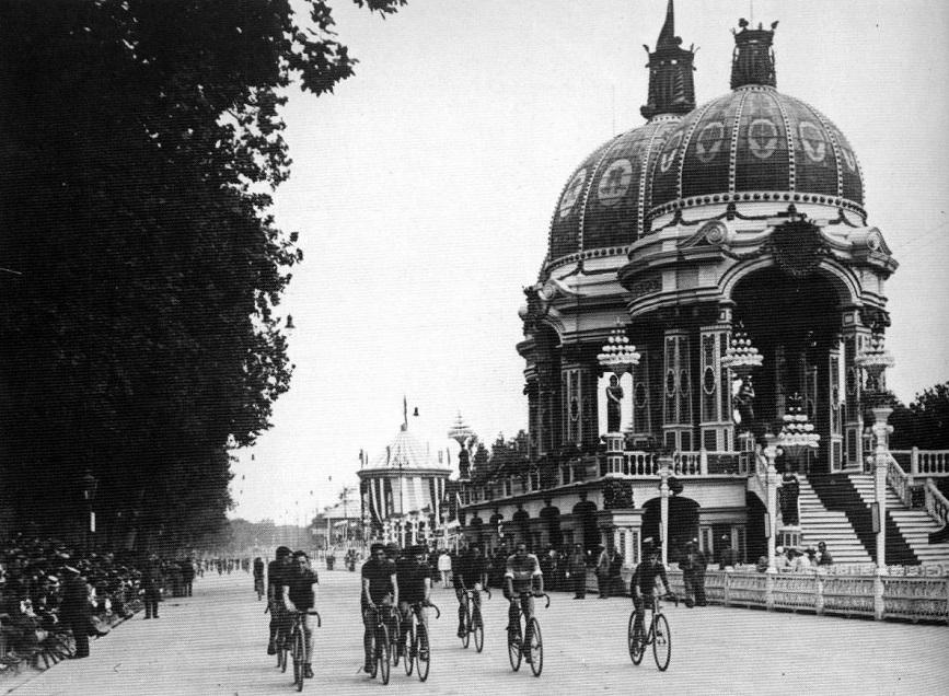 Fotografía de julio de 1926 con el Pabellón Municipal ya inaugurado.