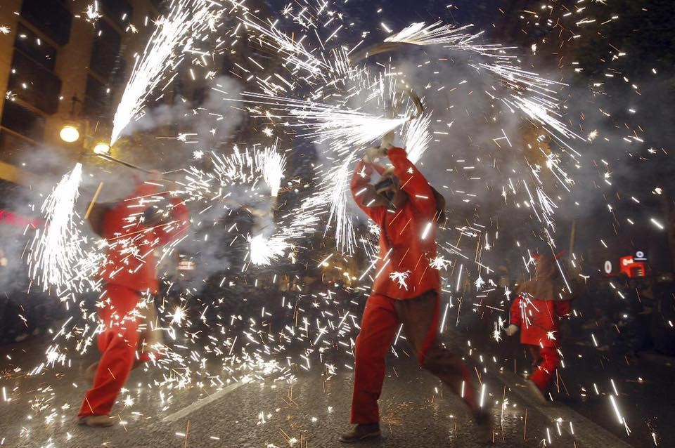 La plaza del Ayuntamiento acoge este fin de semana el correfoc de la Gran Fira de Valencia