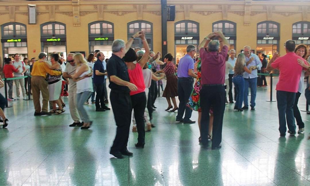 El vestíbulo de la Estación del Norte se convierte en una pista de baile con música rock el domingo