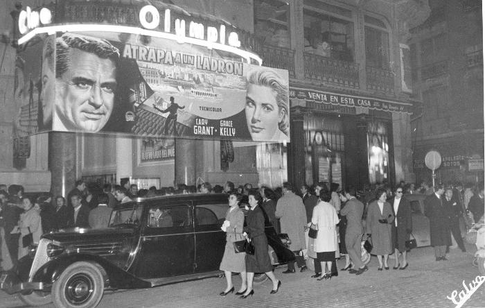 """El Olympia como cine. Fotografía sin citar fuente o autoría ubicada en el artículo de """"TEATRO OLYMPIA: Cien años en escena. 1916 - 2016"""", Universitat de València."""