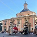 """Bailes regionales valencianos con """"Balls al Carrer"""" los domingos en la Plaza de la Virgen"""