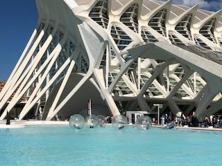 Stadt der Künste und Wissenschaften mal anders_Valencia_Aktivitäten_Wasserbälle