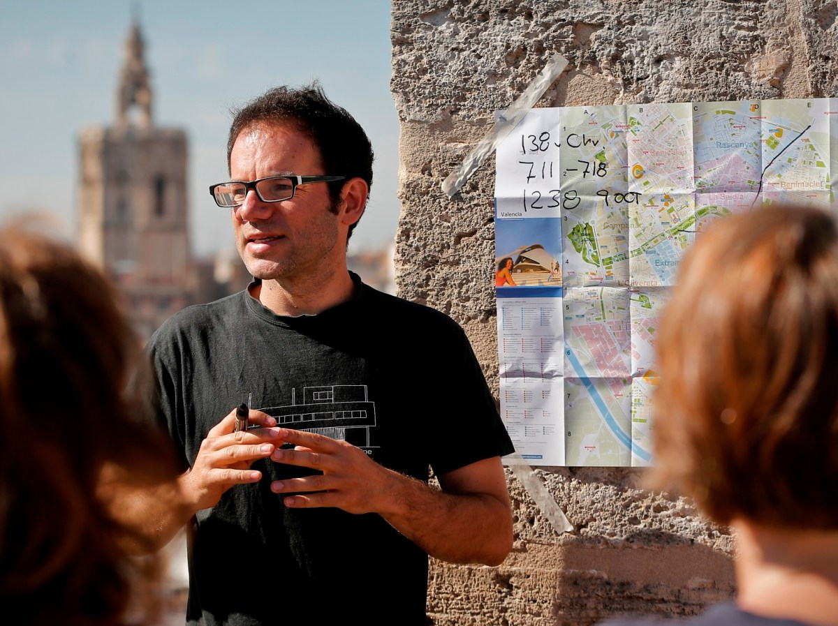 Homestory  Boris Strzelczyk - Guiding Architect in Valencia