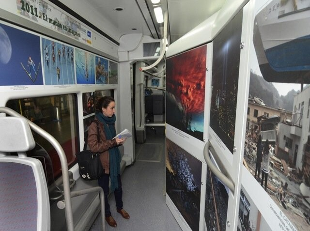Varios trenes albergan la exposición '2011: El Mundo en Imágenes' en la Estación del Norte