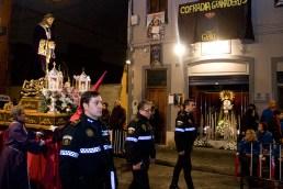 La Policía Local de Valencia escolta al Medinaceli en el cortejo del Miércoles Santo a su paso por el local de la Dolorosa/s.mora