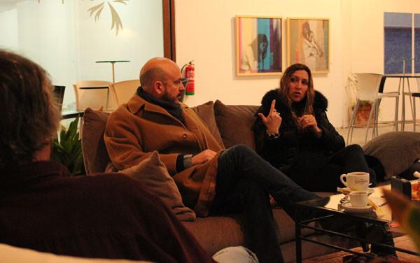 Gisela Renes, explicándose en el encuentro ante la atenta mirada de Nacho Mañó.