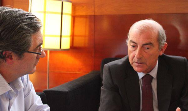 Alfonso Novo departe con Paco Varea en el almuerzo del Acteón Food & Drinks. Foto: javier Furió