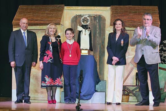 El mejor San Vicente de 2013 del Altar de la Pila recibe el galardón de la manos de Lo Rat Penat y la Junta Vicentina/M.Gallart
