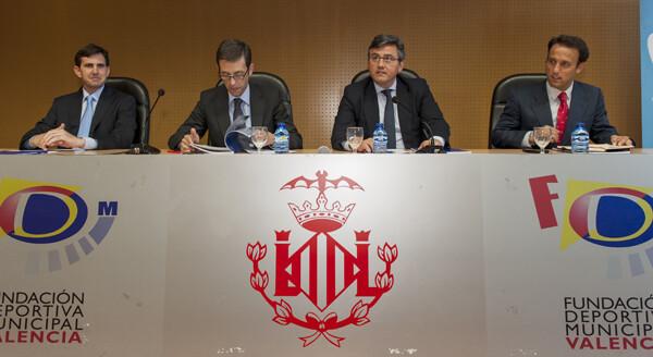 La mesa estuvo formada por el presidente de la UNE, el director general de Turismo, el concejal de Deportes y el director general de Deportes/Isaac Ferrera