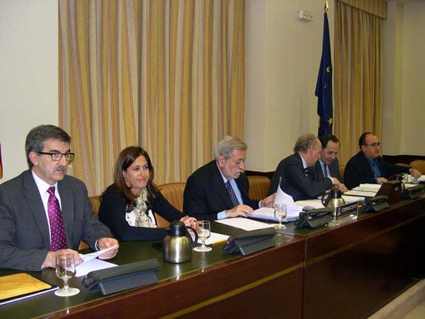 Antonio Beteta (tercero comenzando por la izquierda), en su comparecencia en la Comisión de Hacienda y Administraciones Públicas.