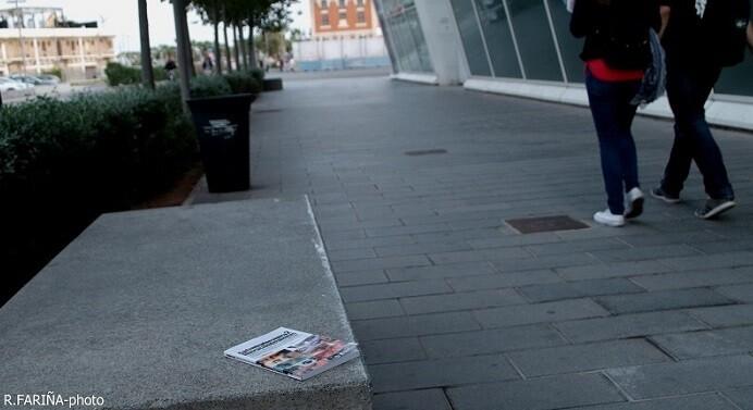 Liberación del tercer ejemplar de 'Cada mirada es única 2', en el popular barrio de La Malvarrosa. (Foto-R.Fariña-Valencia Noticias).