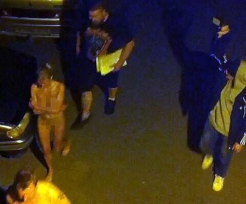 La policía rusa obligó a 11 prostitutas y sus clientes a caminar desnudos por San Petersburgo (4)