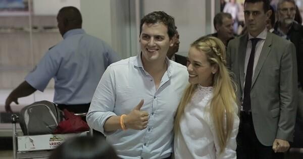 Rivera es recibido en Caracas.
