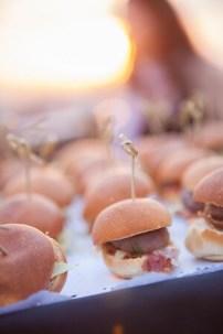 Las excelentes 'miniburger' que se pueden comer disfrutando de los atardeceres de Valencia.