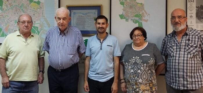 Campillo junto a miembros de la Federación de Vecinos de Valencia.