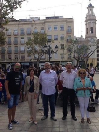 El presidente de la Asociación de Vecinos Toni Pla, junto a la concejala Maite Girau, el organizador del torneo Basilio López y los representantes de la casa regional de Castilla la Mancha en Valencia.